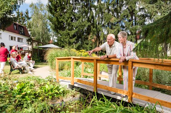 Klein Lichtenrade Berlin AlexA Außenanlage Seniorenresidenz Pflege Betreuung Angebote