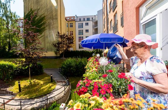AlexA Lichtenberg Berlin Pflege Betreuung Angebot Balkon Vielfalt Senioren Altenpflege