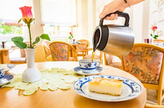 Chemnitz AlexA Seniorentreff Angebot Kuchen Kaffee Betreuung